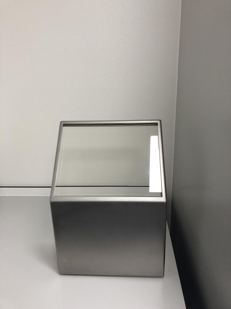 Tabletop protective barrier